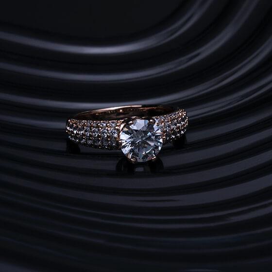 Gyűrűk és ékszerek